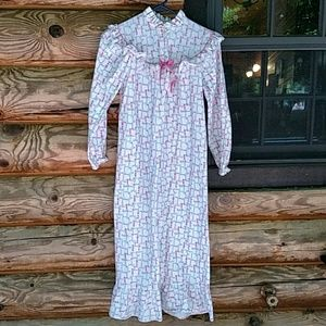 Vintage girl's nightgown, size 14.  Adorable!